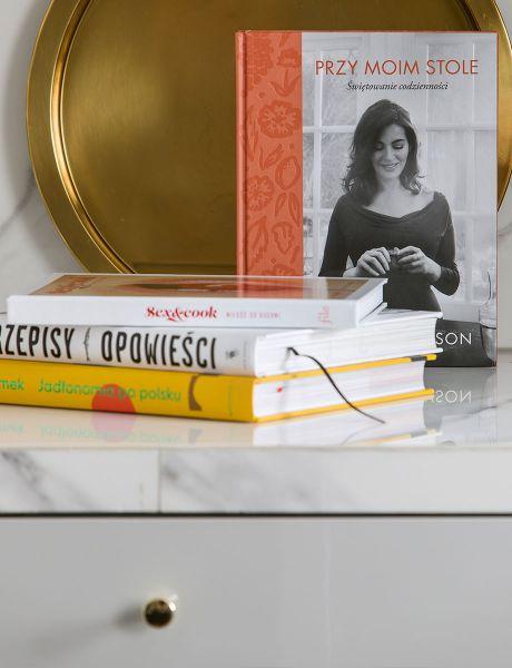"""Książka """"Przy moim stole"""""""